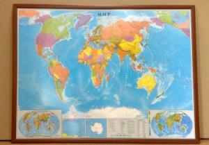Вариант оформления карт деревянный багет (фото)